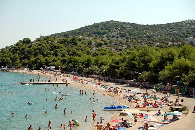 beach camp jezera